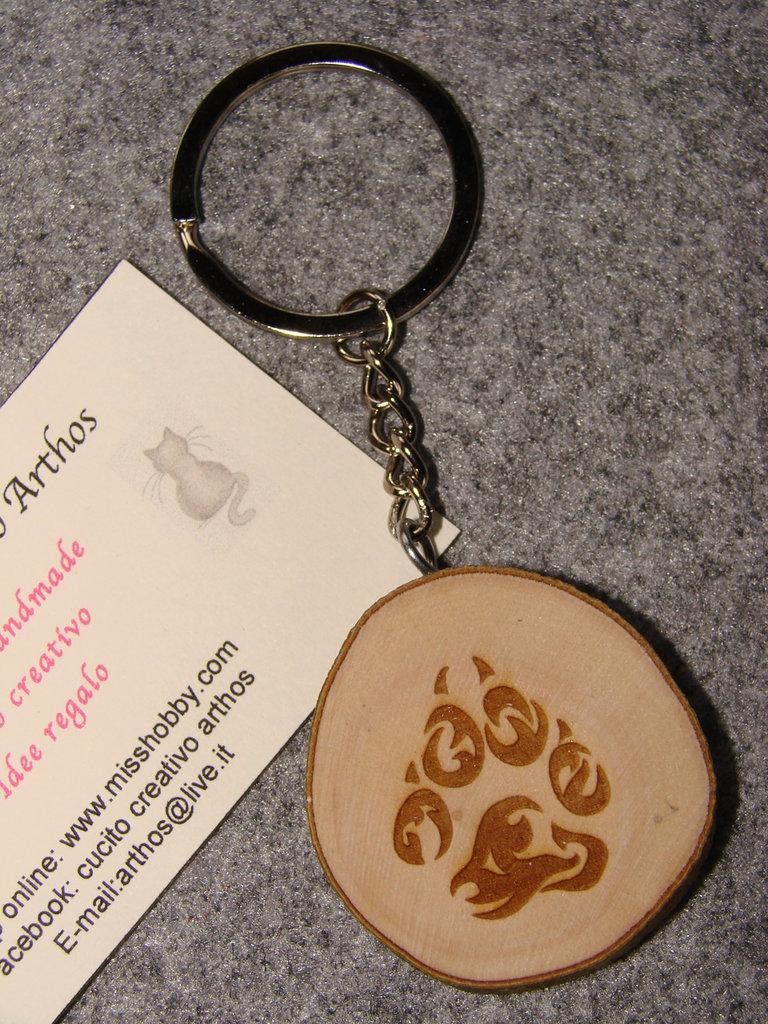 Portachiavi ZAMPA CANE LUPO inciso su legno d'olivo con anello e catenella PERSONALIZZABILE GADGET IDEA REGALO