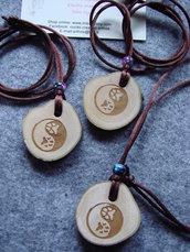Ciondolo YIN E YANG zampa cane gatto in legno d'olivo talismano INCISO A LASER  personalizzabile