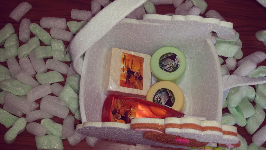 Cestino Handmade con cinque cosmetici naturali