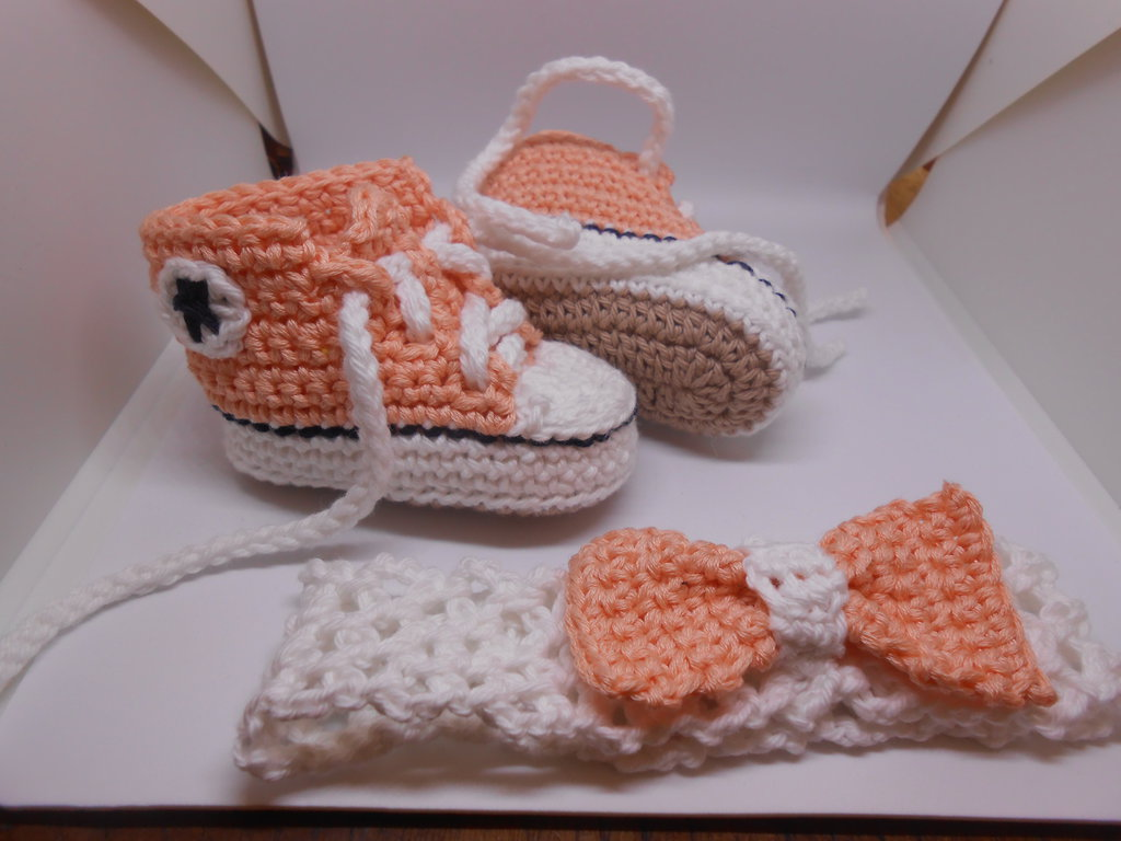 Set scarpine sportive + fascia per capelli con fiocco  bianco rosa, idea regalo.