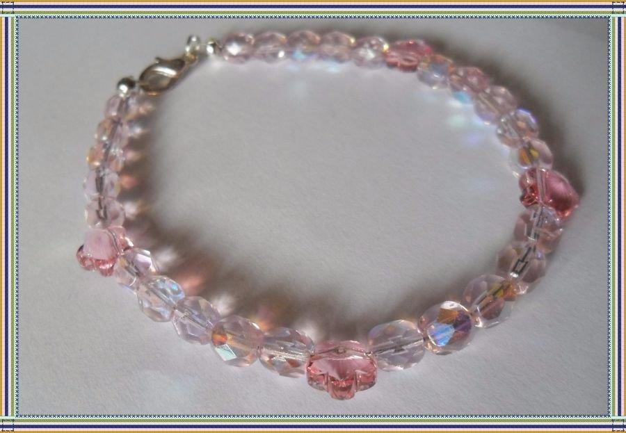 Cavigliera con perle rosa e cristalli a fiore