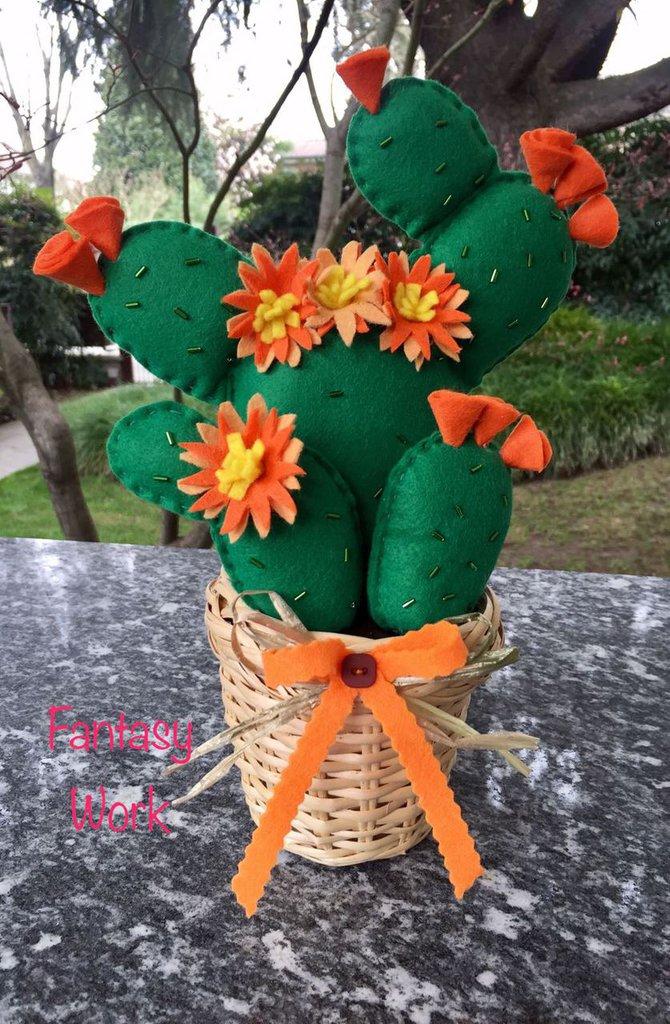Cactus Fico d'india in feltro con fiori arancioni