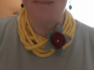 Collana lunga con tubolare in cotone giallo