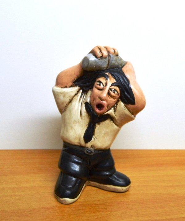 Statuetta dei mestieri. Barman. Terracotta e acrilico. h. 15 cm. ca.