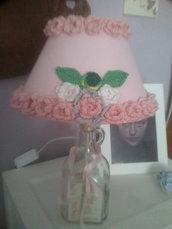 Lampada abatejour con paralume fiori cuscinetto