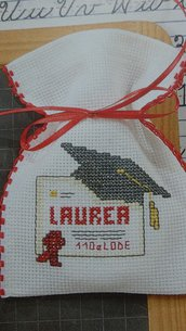 Bomboniere Laurea, Sacchetti per confetti Laurea ricamati a punto croce