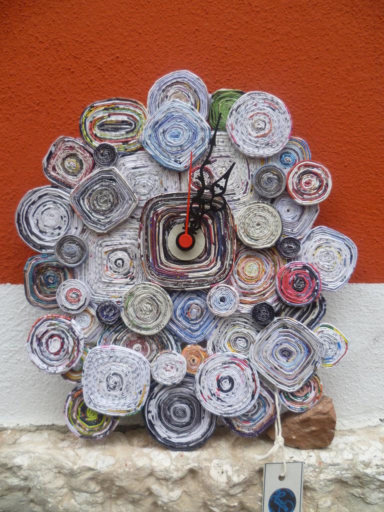 orologio creato in carta,con meccanismo proveniente da una oreficeria,pezzo unico