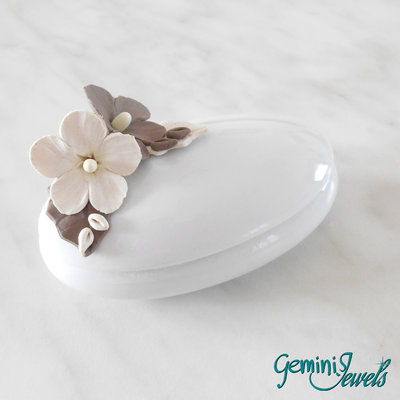 Bomboniera cofanetto porcellana bianca, decorato a mano