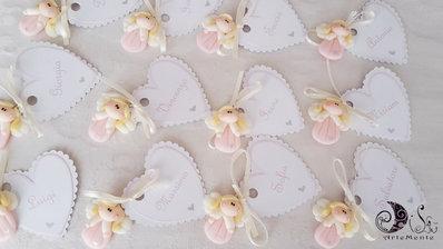 bomboniere ciondoli angioletti segnaposto bimba rosa con etichetta cuore smerlata personalizzata