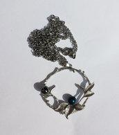 Pendente colore argento anticato matte disegno floreale, con ematite e perla Swarovski petrolio, catenina in acciaio