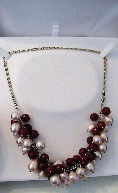 Collana girocollo con vere perle naturali d'acqua dolce e radice di rubino