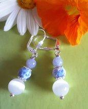 Orecchini pendenti bianco - azzurri con pietre
