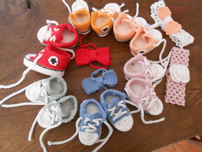 Scarpine baby  crochet  sportive  in cotone  , idea regalo.