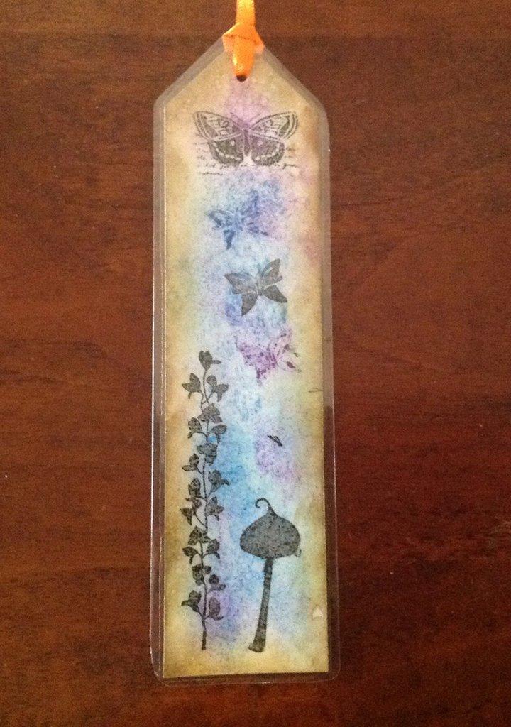 Segnalibro fantasia in cartoncino decorato a mano