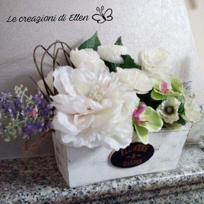 Vaso composizione fiori finti shabby per la casa e per for Composizioni fiori finti per arredamento