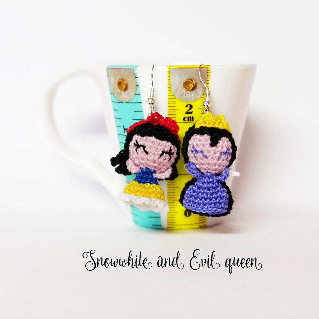 Biancaneve e regina cattiva amigurumi orecchini uncinetto o ciondolo smarthone