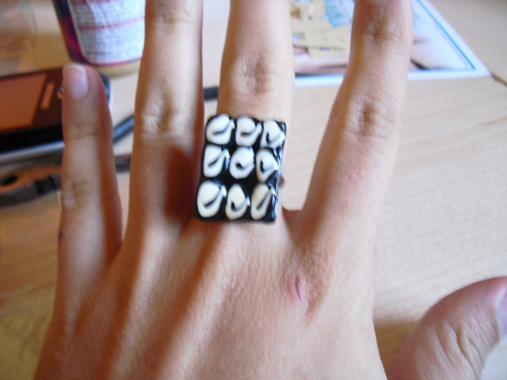 anello black & white