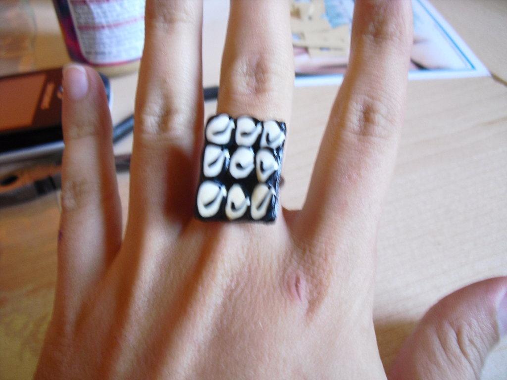 anello black & white