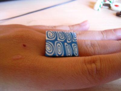 anello blu e bianco