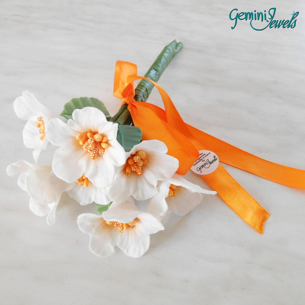 Piccolo bouquet di fiori in porcellana fredda