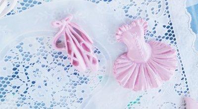 bustino e scarpette lucide rosa