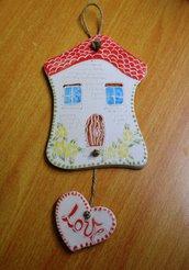 FuoriPorta Love in ceramica e spago. Dim.10 x 15,5 h.23 cm.