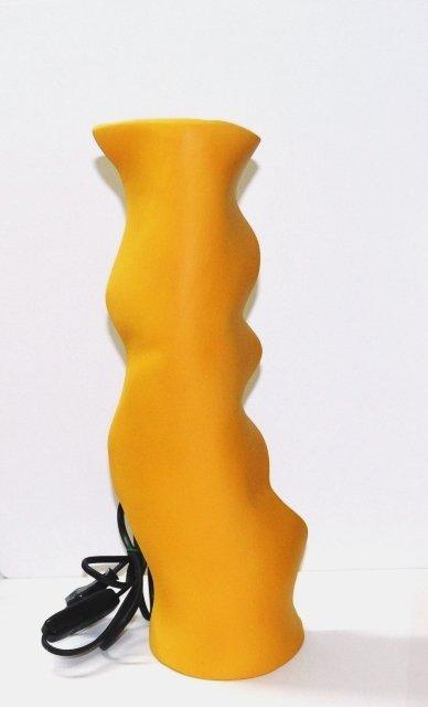 Lume da scrivania. Terracotta decorata a freddo. Dim. h.36 x 12 cm. Fatto a mano. Pezzo unico