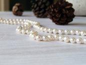 Collana classica di perle bianche, infilate in pura seta, realizzata a mano