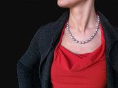 Collana classica con perle barocche grigie, annotata a mano con seta pura.