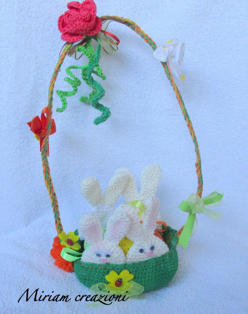 Cestino con coniglietti/ porta ovetti
