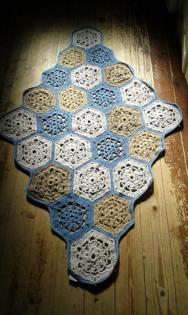 tappeto nuovo artigianale fatto a mano a piastrelle uncinetto
