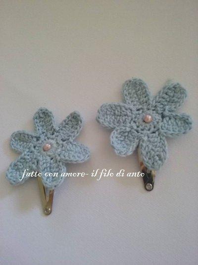 Fermagli / fermacapelli /  molletta con fiore azzurro