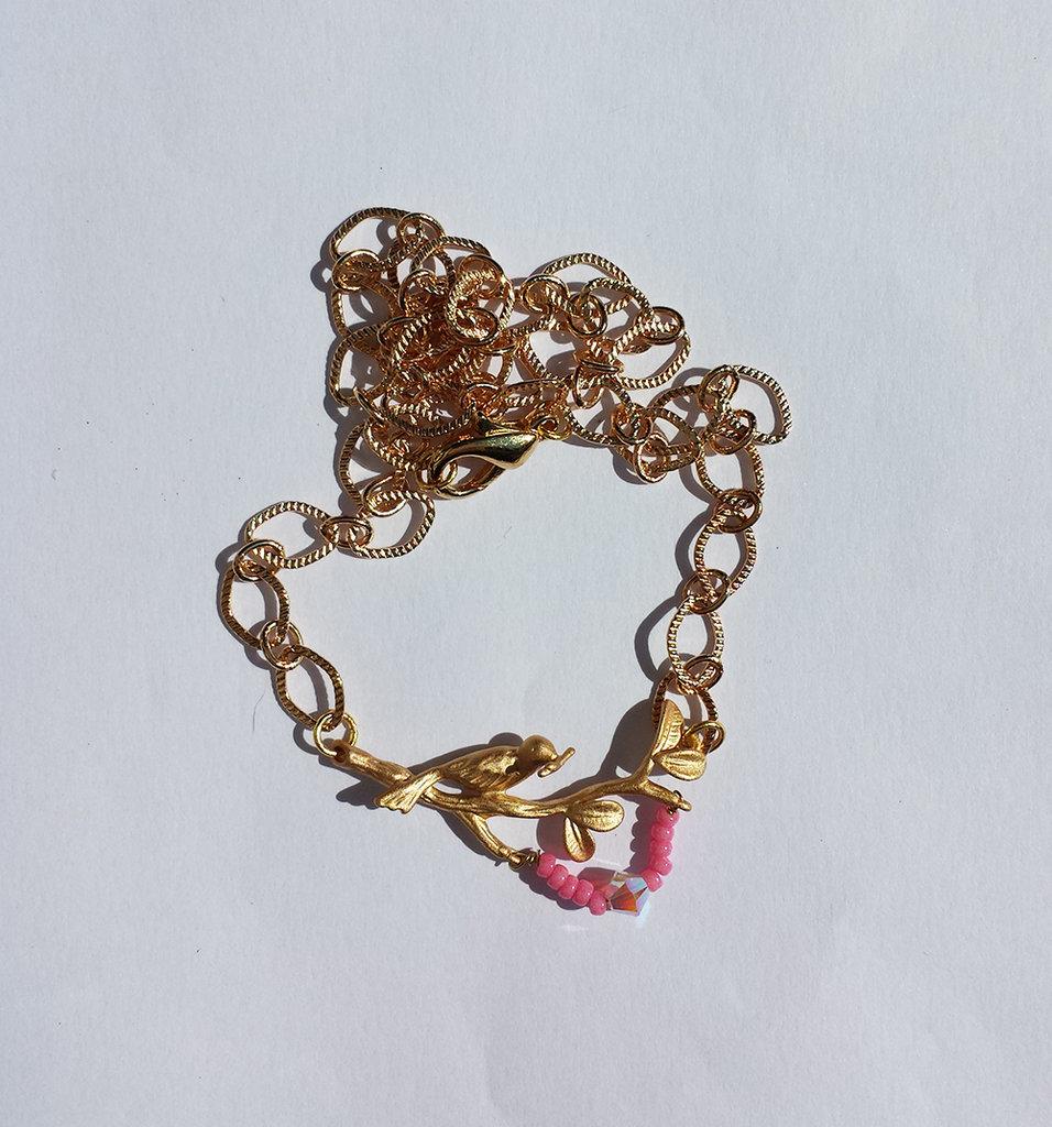 Collana catenina con ramo d'albero e uccellino dorati, decorazione di perline