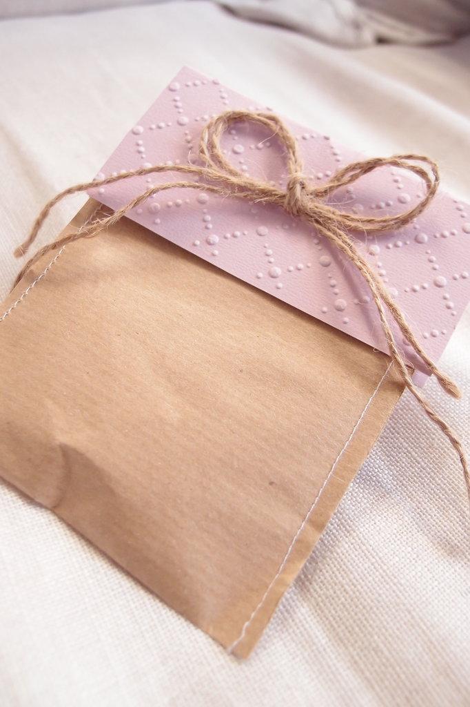 Sacchetto porta confetti in carta con fiocco Juta