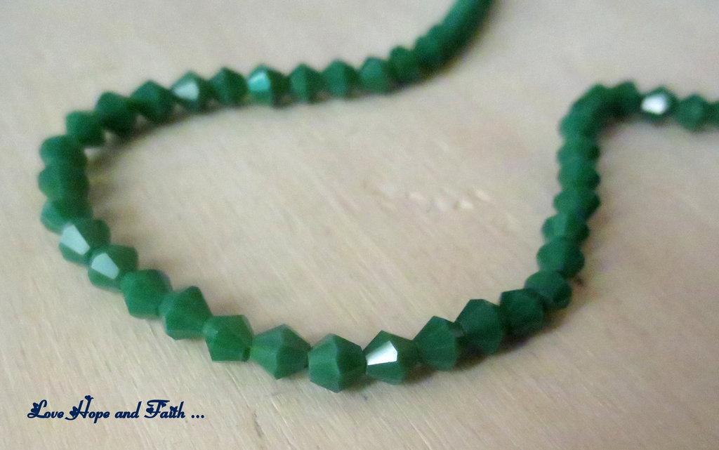 """LOTTO 100 biconi in vetro """"verde smeraldo"""" (4mm)"""
