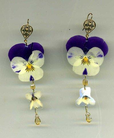Orecchini pendenti con viola del pensiero bicolore e violetta vere