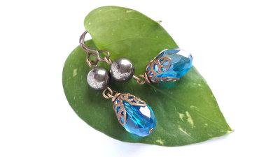 Orecchini pendenti in ottone con pietre e cristalli