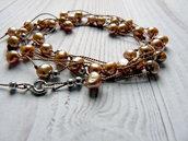 Collana lunga e sottile in filo di seta e perle d'acqua dolce, color champagne, annodata a mano