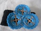 Bracciale in elastico grigio con rifiniture all'uncinetto