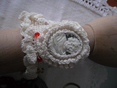 Bracciale a fascia in cotone con cammeo