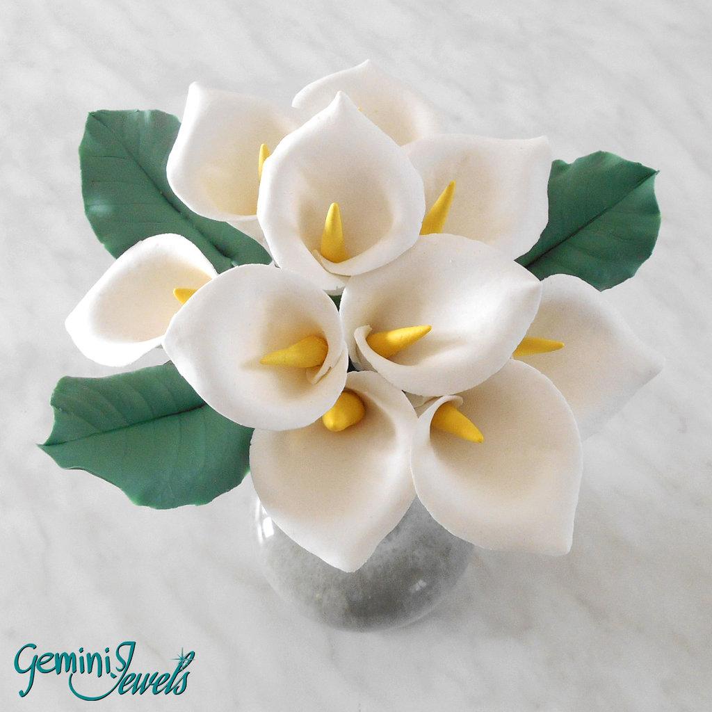 Piccolo bouquet di calle, fatto a mano in porcellana fredda