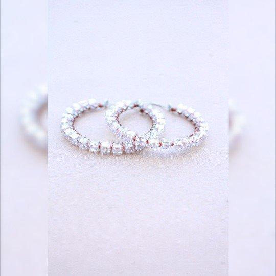 Scintillanti cristalli liberi quadrati in acciaio a cerchio