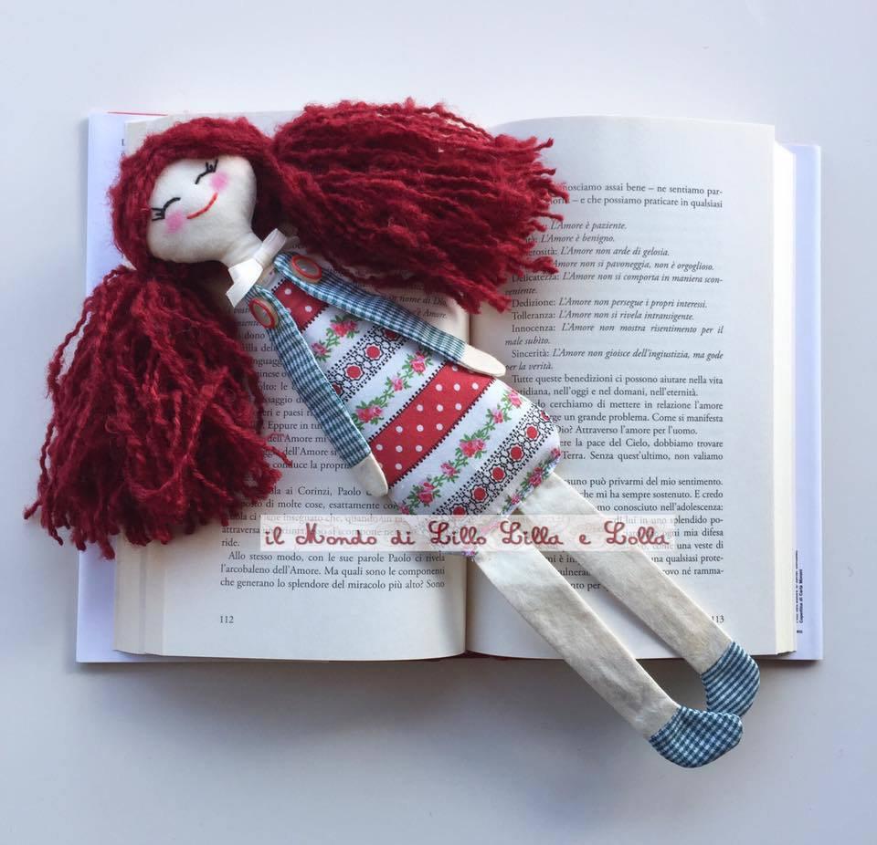 bambolina segnalibro rossa