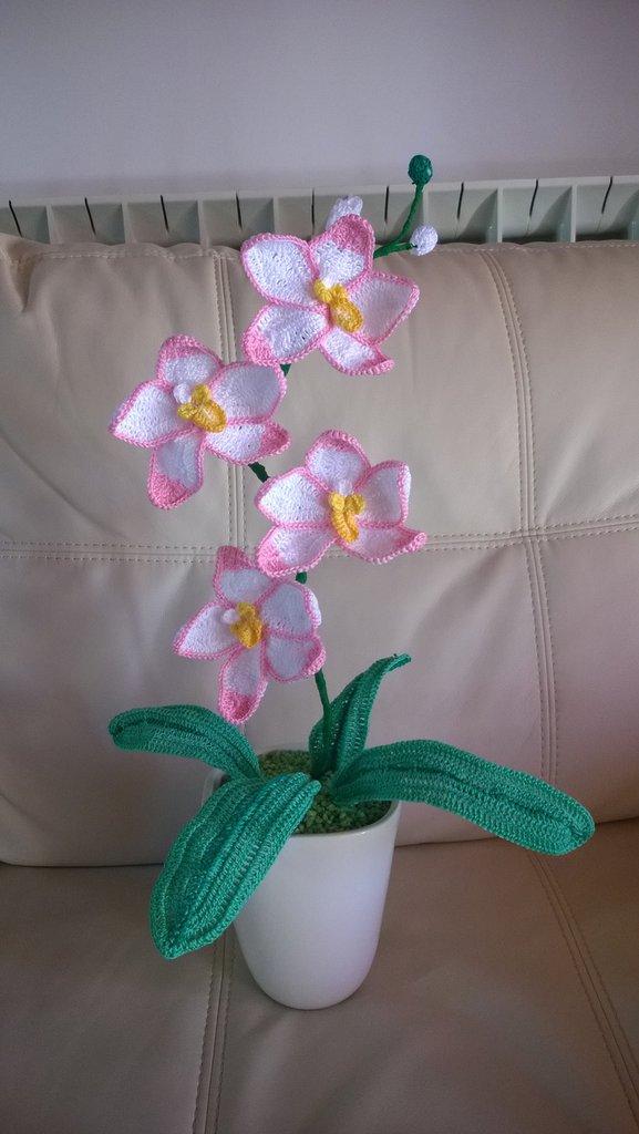 orchidea sfumata all'uncinetto