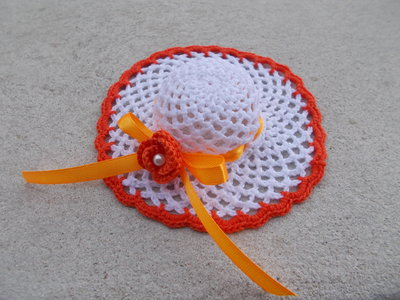 Bomboniera battesimo, prima comunione, cresima cappellino romantico all'uncinetto inamidato.
