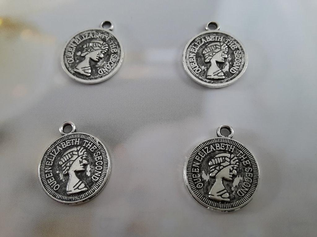 4 charms ciondoli 'Moneta the queen' argento tibetano,