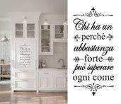 """Adesivo murale frase 50x25 cm """"Chi ha un perché"""""""