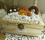 Scatola - Box - cofanetto - In legno handmade con panna e dolci, donut, cookie, pancake e pan di stelle