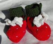 scarpine fragola in pura lana verde e rosse con fiorellini bianchi per neonato
