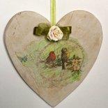 Grande cuore di legno shabby-chic con uccellini